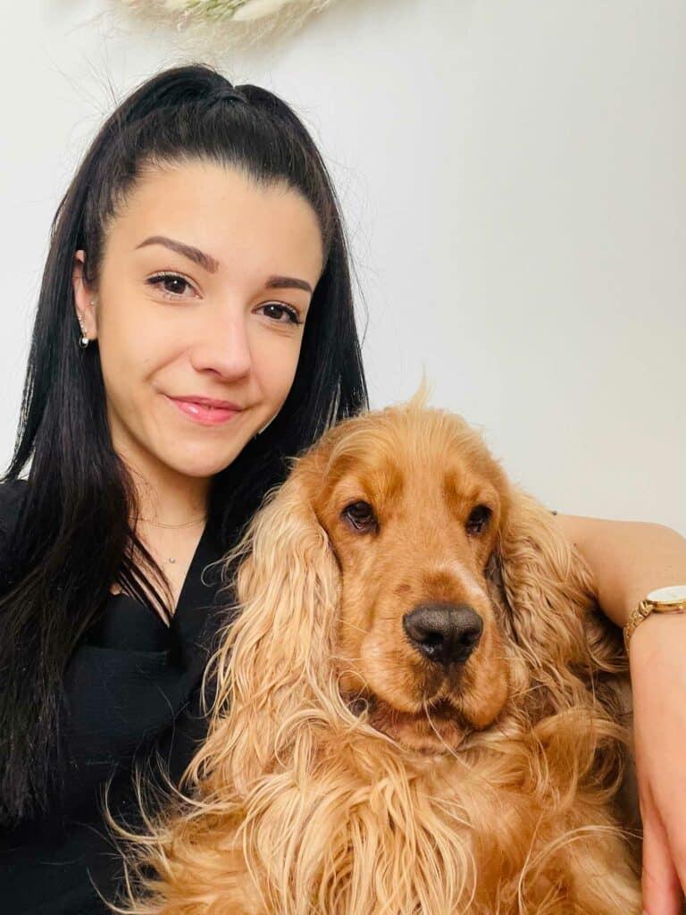 Photo de Mélysandre avec son chien sur Albi dans le Tarn